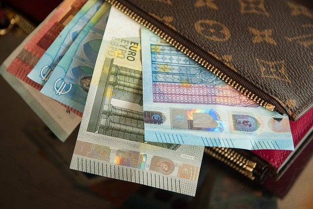 timadora dinero vecinos tetuan